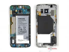 Galaxy S6 gutted, plenty of chips inside